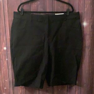 Black Bermuda shorts. NWTO